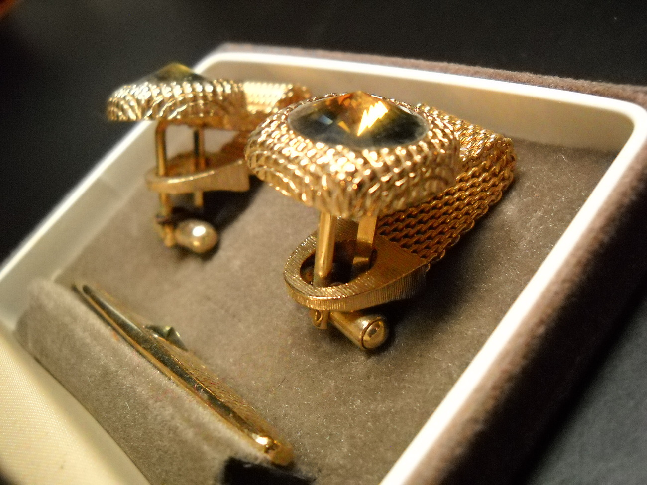 Swank Cuff Links and Tie Bar Gold Colored Metal Mesh Wrap Brown Sparkly Boxed