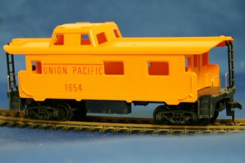 Tyco Vintage Union Pacific 8 Wheel Caboose Orange