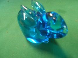 Great  Vintage FENTON Cobalt RABBIT Figurine - $19.39