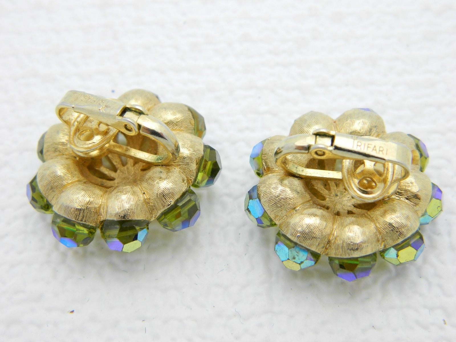 VTG RARE CROWN TRIFARI Gold Tone Green Aurora Borealis Crystal Clip Earrings