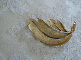 Beautiful Vintage B.S.K. Brushed Goldtone Feather Brooch - $9.89