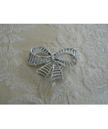 Beautiful Vintage Silver Tone Gerry's Bow Brooch - $12.86