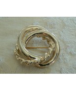 Beautiful Vintage Unbranded Goldtone Double Circle One Twisted Circle Br... - $5.88