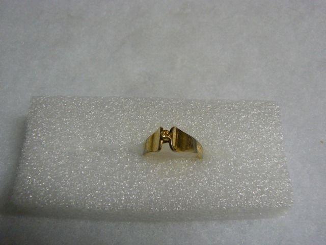 Avon Lovely Vintage Goldtone Raised Clear Rhinestone Ring