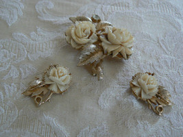 Fabulous Vintage Coro Brushed Goldtone Carved Lucite Roses Brooch/Earrings - $36.62