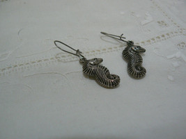 Vintage Unmarked Silvertone Seahorse Dangle Pierced Earring image 4