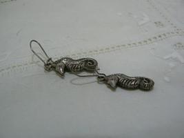 Vintage Unmarked Silvertone Seahorse Dangle Pierced Earring image 3