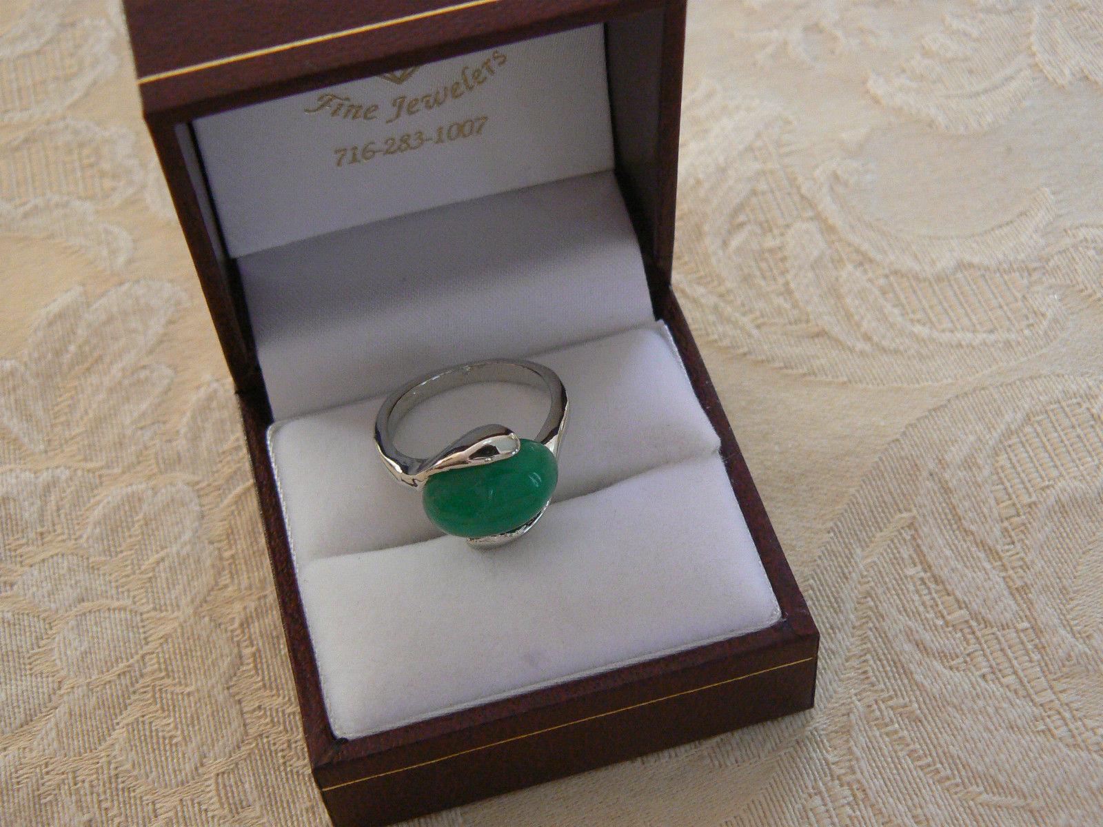Sweet Vintage Silvertone Green Stone Ring