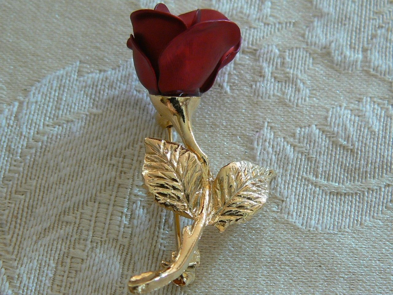 Avon Vintage Small Dainty Brushed Gold Tone Red Rose Stem Brooch