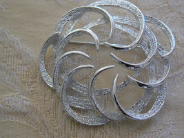Absolutely Beautiful Vintage Sarah Coventry Brushed Silvertone Circle Brooch - $17.80