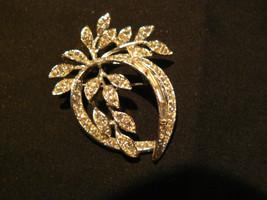 Beautiful Vintage BSK Silvertone Round Baguette Rhinestone Oval Leaf Brooch - $21.03