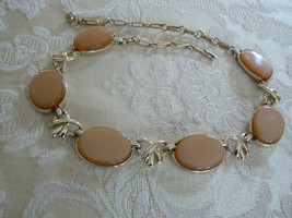 Beautiful Vintage Sweet Coro Peach Oval Thermoset Goldtone Necklace - $19.78