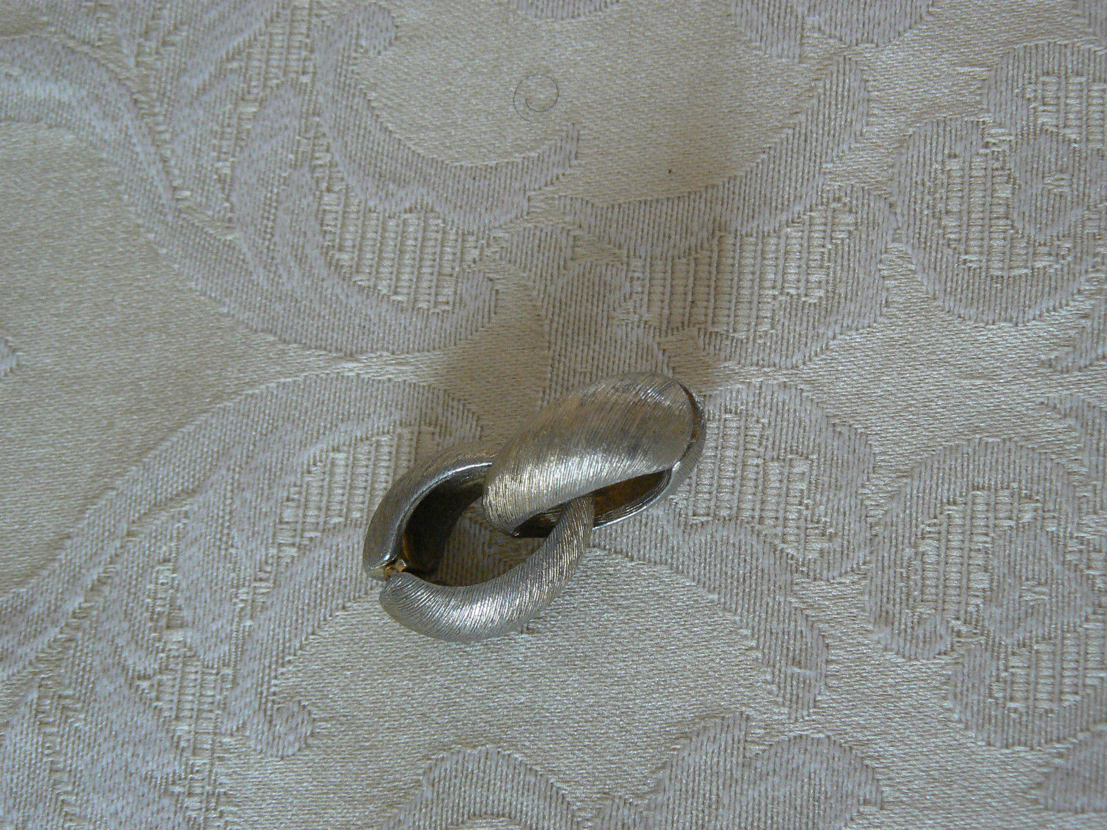 Lovely Vintage Brushed Goldtone Hoop Oval Clip On Earrings