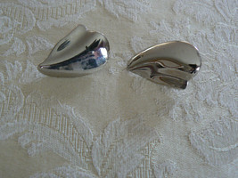 Gorgeous Vintage Dauplaise Silvertone Clip On With Screws Earrings - $9.89