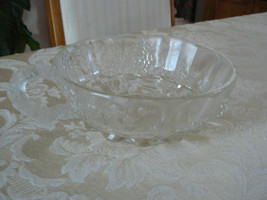Unmarked Beautiful Depression Glass Grapes Vine... - $8.90