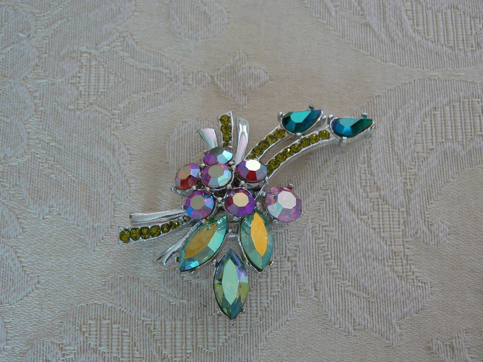 Elegant Gorgeous Vintage 11 W 30th ST, Inc Sparkley Rhinestones RARE Brooch Made