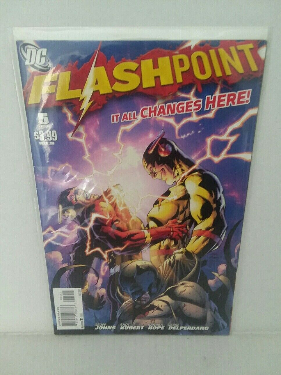 THE FLASHPOINT #5 AND DC UNIVERSE REBIRTH: ONESHOT - FREE SHIPPING