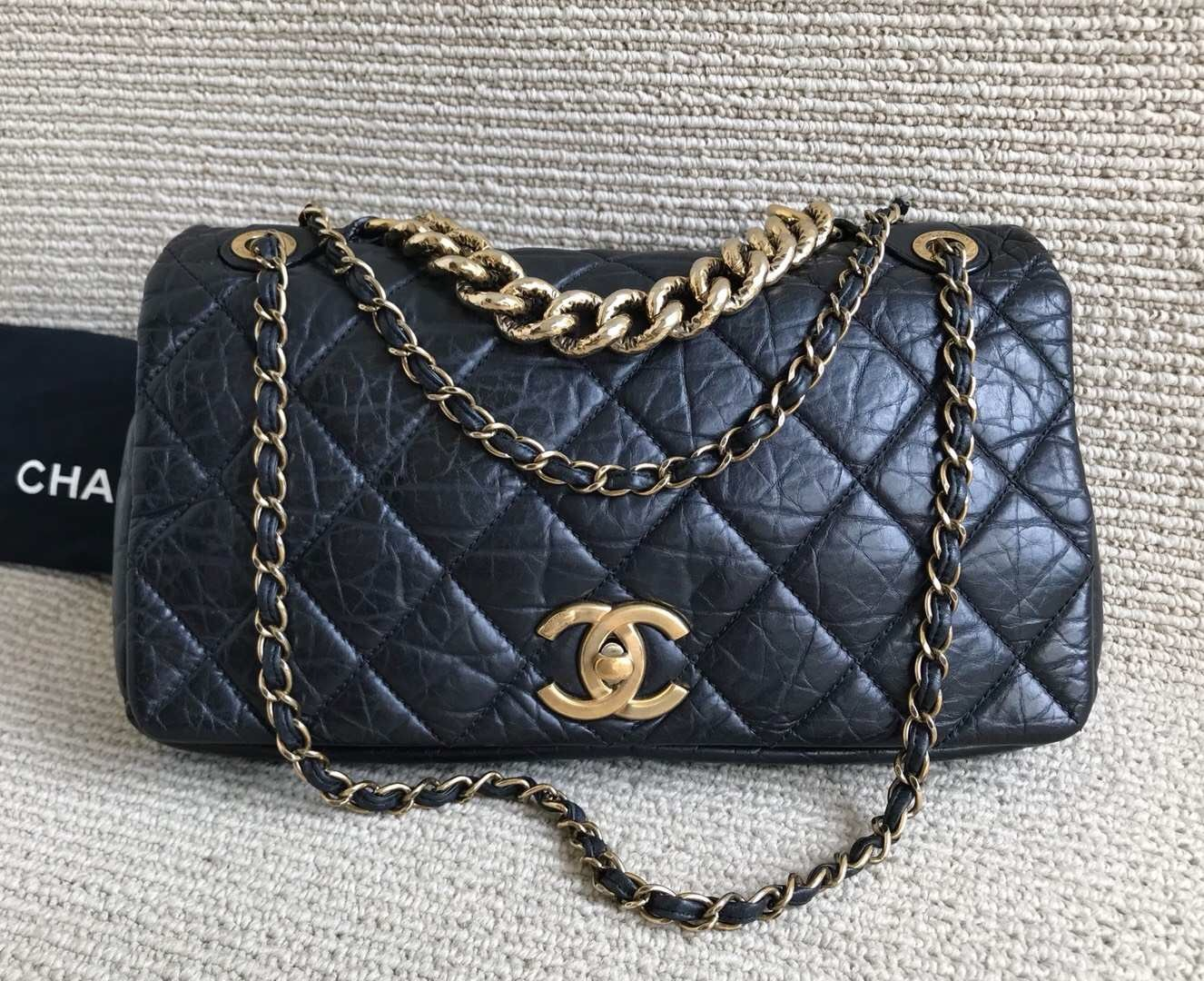 AUTHENTIC CHANEL BLACK QUILTED LEATHER 2-WAY CHAIN FLAP BAG GHW
