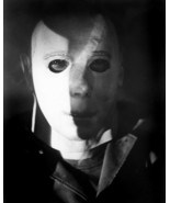 HALLOWEEN SCARY POSE OF MICHAEL MYERS IN HIS MASK 8X10 PHOTO - $9.75