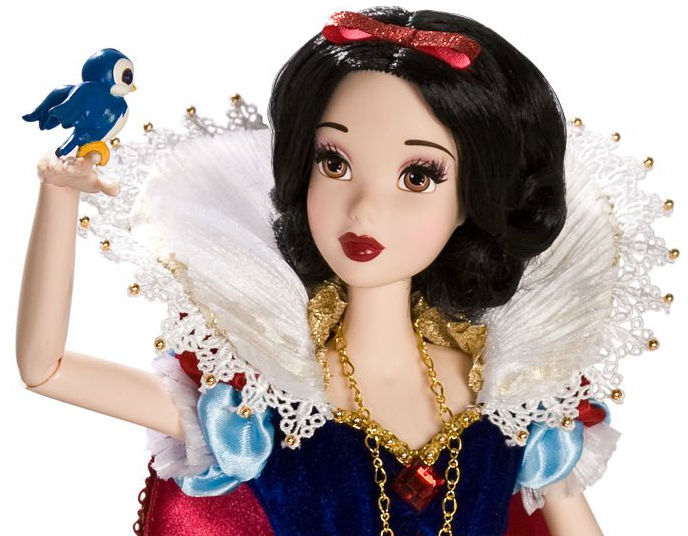 Disney Limited Edition Deluxe Snow White Doll - 17''
