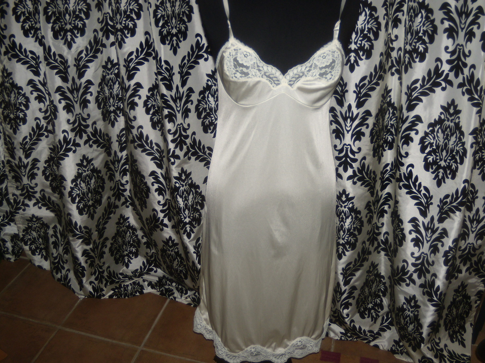 Vintage Ladies Adonna Size 34 Ivory Color Lacy Nylon Slip