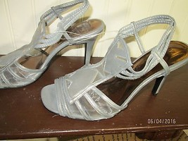NEW YORK TRANSIT LADIE SIZE 10 HEELS GRAY / SIL... - $23.75