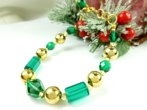 Round Faceted Green Glass and Gold Beaded Holiday Christmas Bracelet