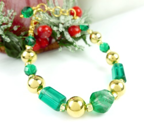 Round_faceted_green_glass_and_gold_beaded_holiday_christmas_bracelet_cd8c98fe_1_
