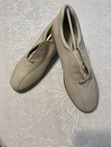 Easy Spirit Harbor Cream Soft Touch Leather Beige Sneakers Oxfords - size 8.5 D - $44.55