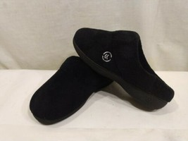 ISOTONER Women's Slip On Cushioned Slippers Slides Black Size 6.5-7 - $14.91