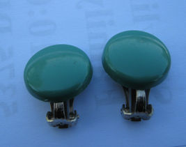 FOREST OR CHRISTMAS GREEN BUTTON STYLE PLASTIC CLIP EARRINGS - $9.89