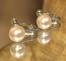 Vintage 1950s Faux Pearl Champagne Colored Screw Back Clip On Earrings EVC image 3