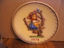 "Vintage M.J. Hummel ""1976 Annual"" Collector Plate - $18.69"