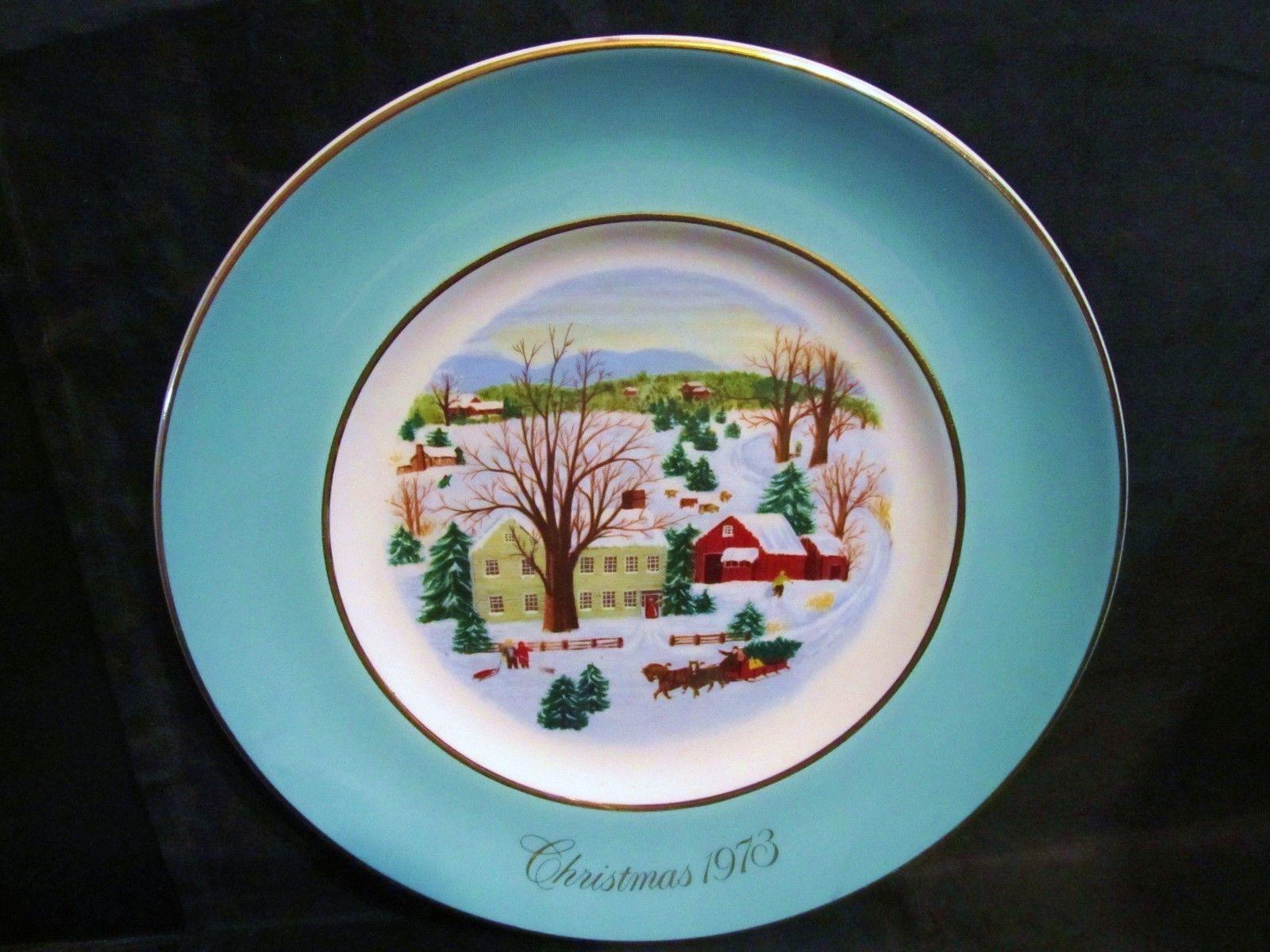 "Avon 1973 ""Christmas on The Farm"" Collector Plate"