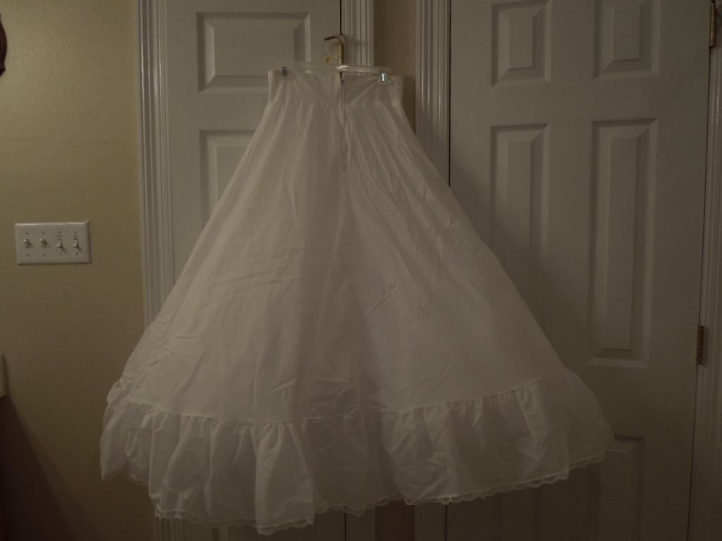 9027389b61871 Wedding Petticoat Slip Davids Bridal Used and 50 similar items. Dscn3809