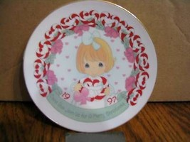 Precious Moments 1997 Christmas Collector Plate - $13.09