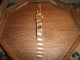 Men's Caravelle Gold Color Watch For Parts or Repair - £4.02 GBP