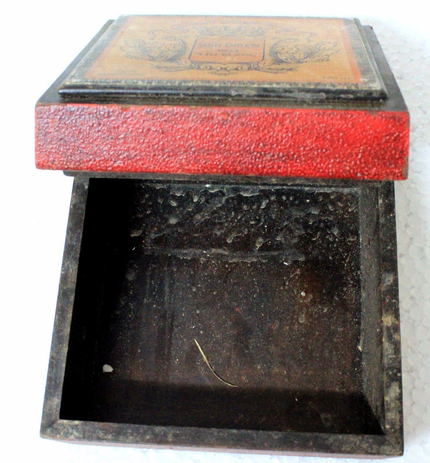 Vintage wooden box stain emilion 1933 vin blanc collectible decorative piece.