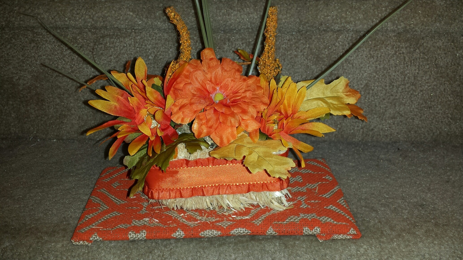 Fall flower bale decoration floral decor for Autumn flower decoration