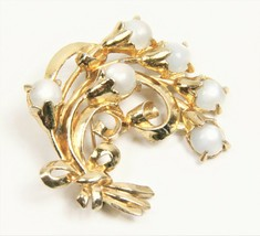 ESTATE VINTAGE Jewelry CORO SIGNED LARGE MOONSTONE CABOCHON GLASS BROOCH - $45.00