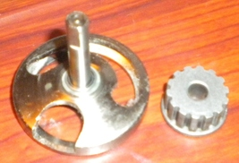 Singer Merritt 4530 Rotating Hook #353366 w/Belt Pulley #446235 & Set Screw - $17.50