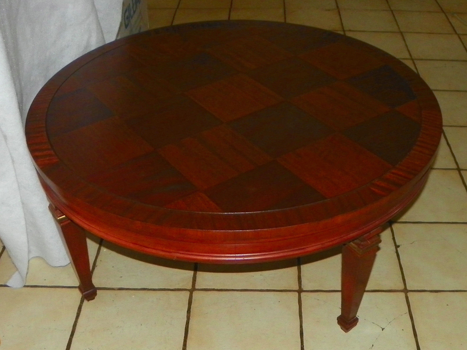 Round Mahogany Coffee Table By Lane (CT101)