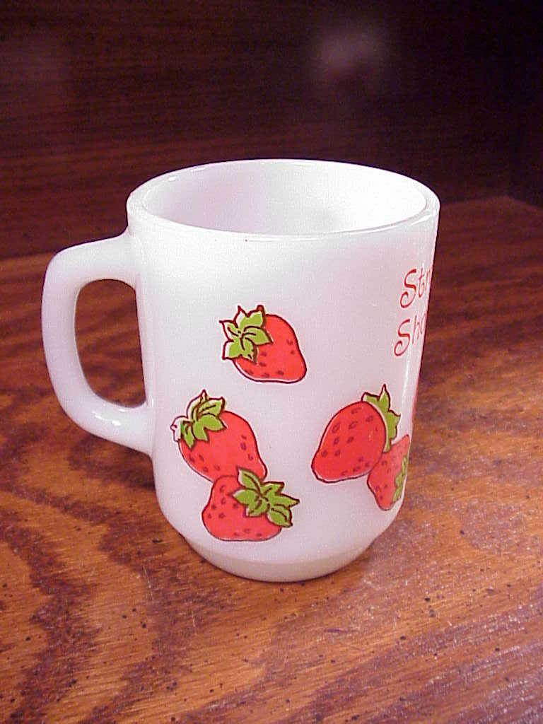 2 Strawberry Shortcake Anchor Hocking Mugs, Raspberry Tart, Srawberry Shortcake