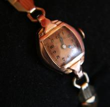 Rare 14K Solid gold vintage 1942 Ladies' Dress 17J Bulova Swiss  wristwatch - $350.00