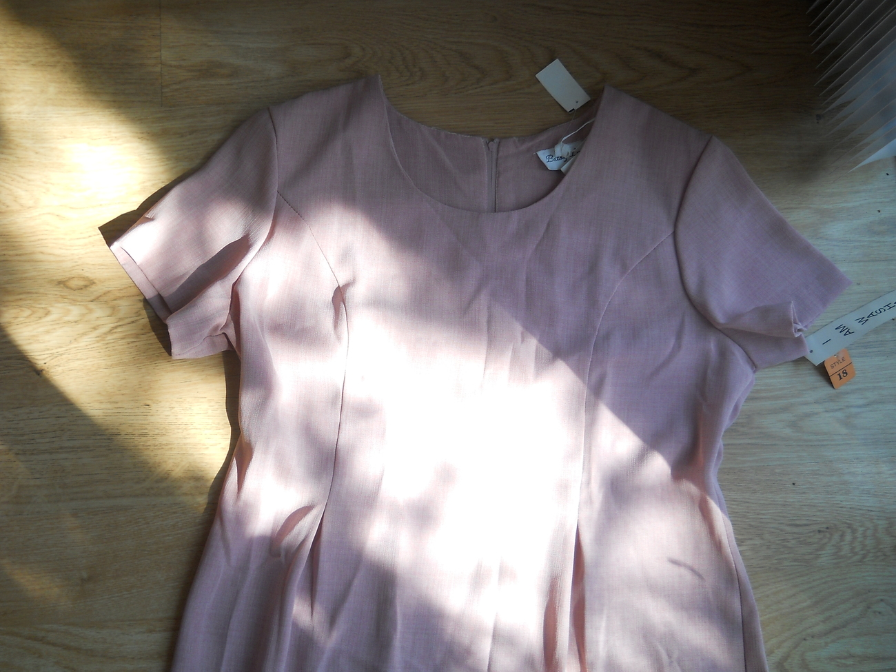 Ladies Betsy Lauren Polyester Washable Plain Dress light pink Rose Size 18 NEW