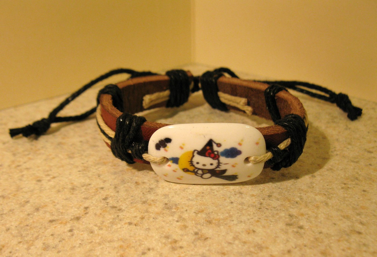 BRACELET CHILDS UNISEX PUNK LEATHER BRACELET BROOM HELLO KITTY CHARM #616