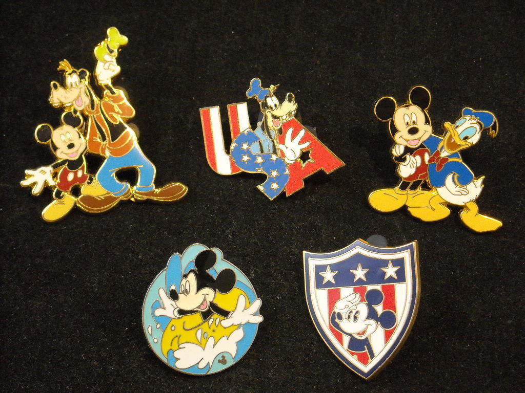 5 Disney Collectible Official Trading Pins with Mickey Goofy and Donald