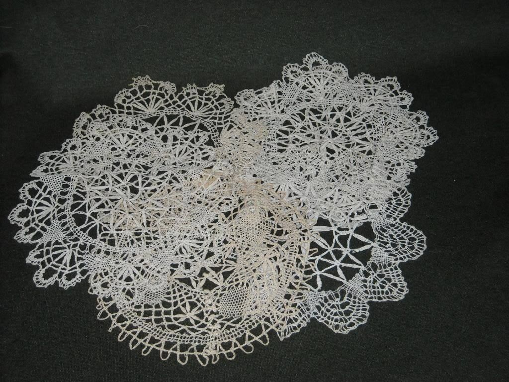 6 Antique Sample Doilies white