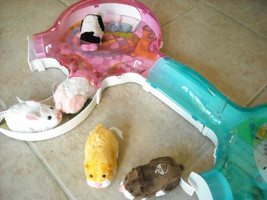 6 Battery Operated Zhu Zhu pets with Habitat included image 3