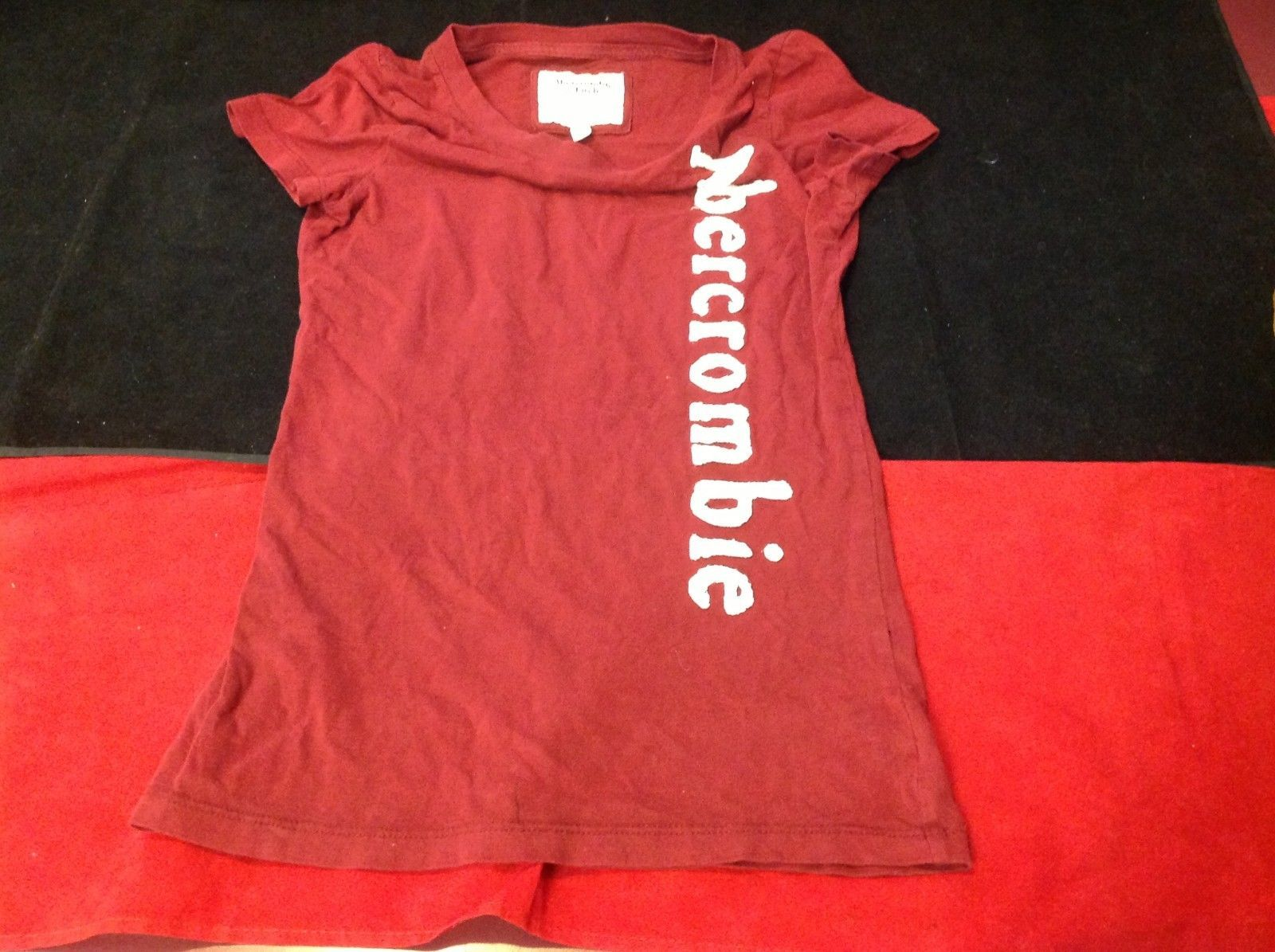 Abercrombie & Fitch short sleeve color maroon